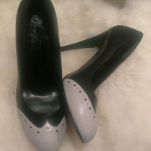 Marc Fisher Leather spectator Pumps